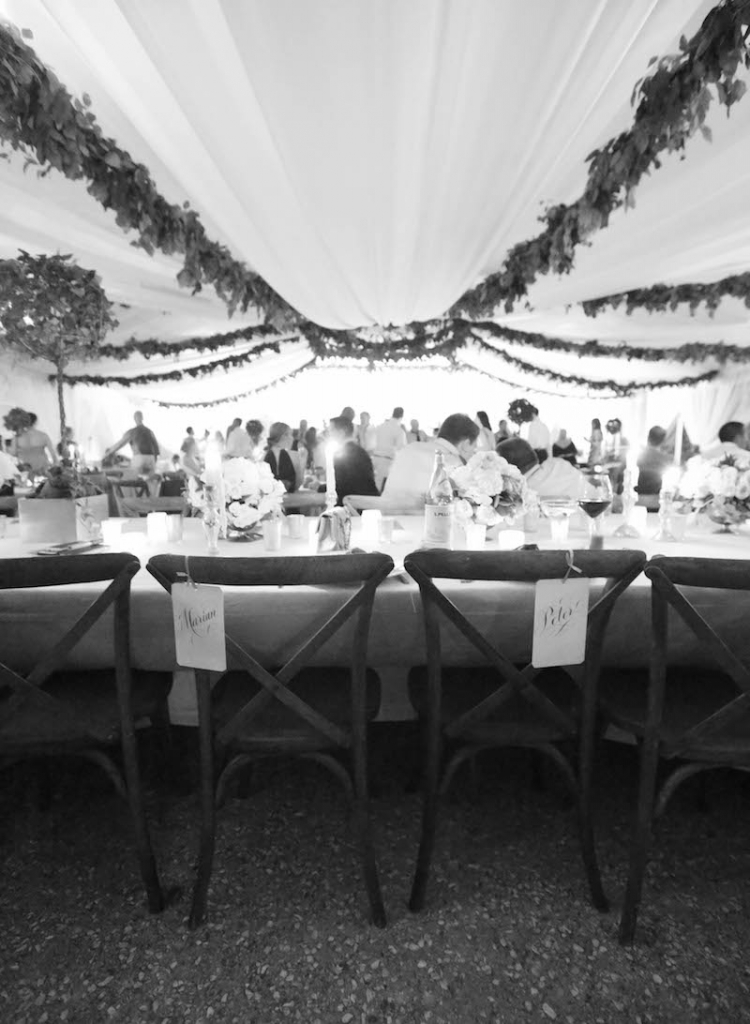 Wedding and floral design by Tara Guérard Soirée. Rentals by Snyder Event Rentals. Photograph by Elizabeth Messina at Lowndes Grove Plantation.