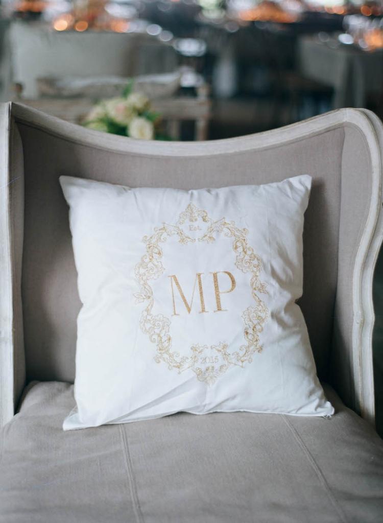 Wedding and floral design by Tara Guérard Soirée. Photograph by Elizabeth Messina.