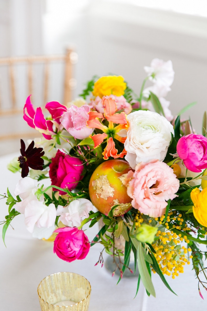 Florals by Branch Design Studio. Photograph by Dana Cubbage Weddings at the Gadsden House.