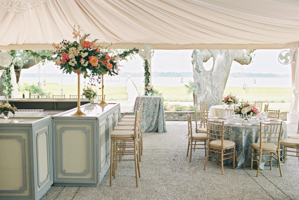 Wedding and floral design by A Charleston Bride. Rentals from Snyder Event Rentals. Linens by Nuage Linens. Tabletop by Polished! Image by Ryan Ray Photography at Lowndes Grove Plantation.