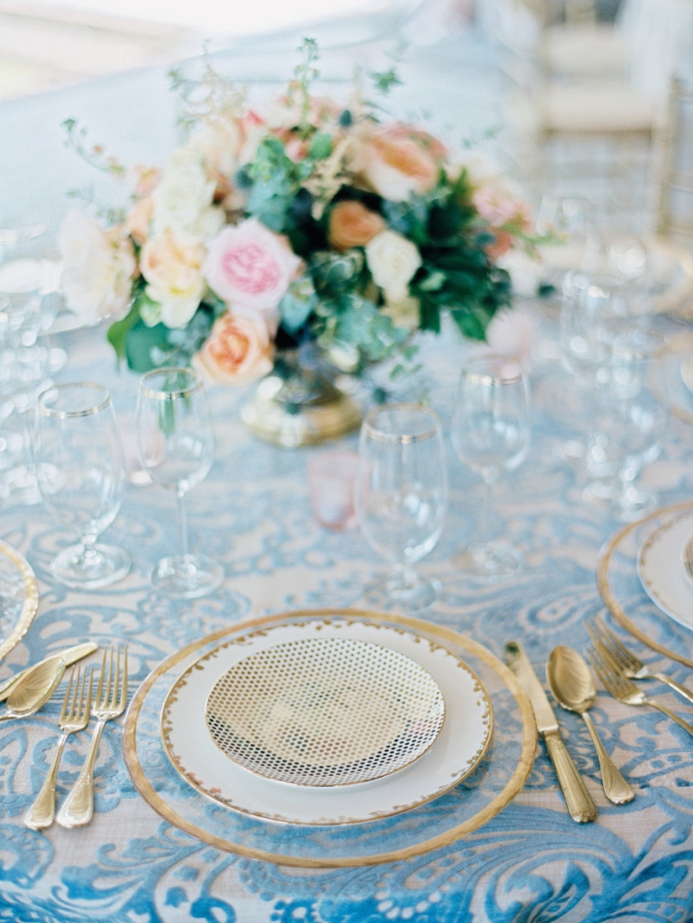 Tabletop rentals from Polished! Linens from Nuage Linens. Floral design by A Charleston Bride. Image by Ryan Ray Photography.