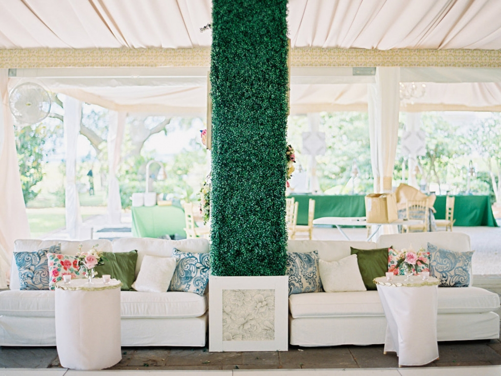 Wedding and floral design by A Charleston Bride. Lounge furniture and décor from Ooh! Events. Image by Ryan Ray Photography.