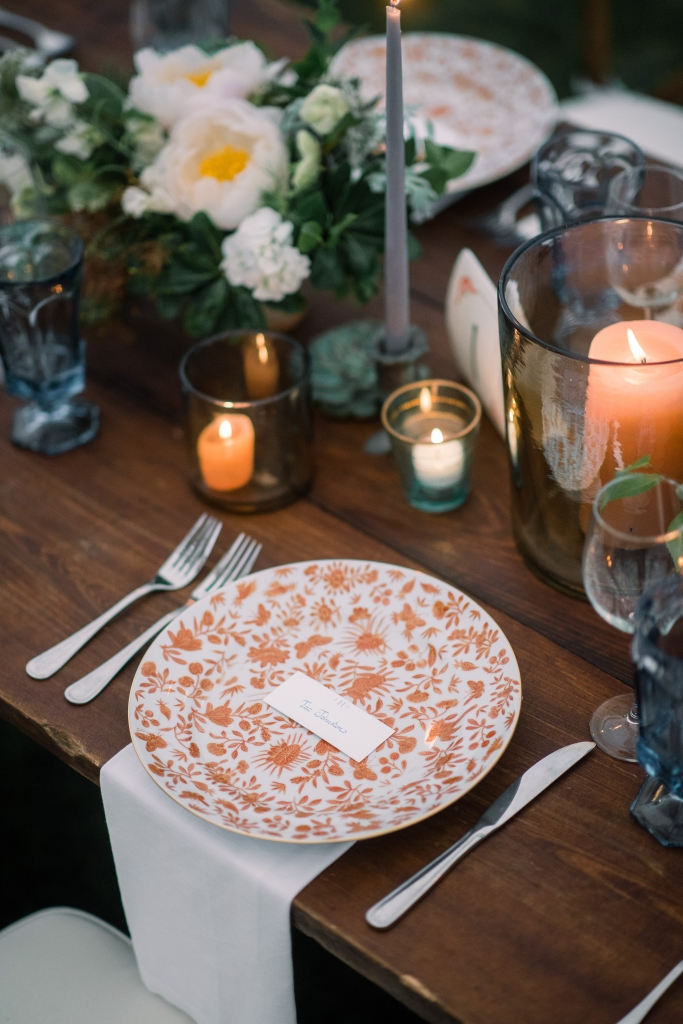 Jane wanted to add a last-minute pop of color to the table settings, so the team borrowed a Charleston classic—Mottahedeh Sacred Bird & Butterfly china—from the club's in-house collection. <i>Image by Timwill Photography</i>